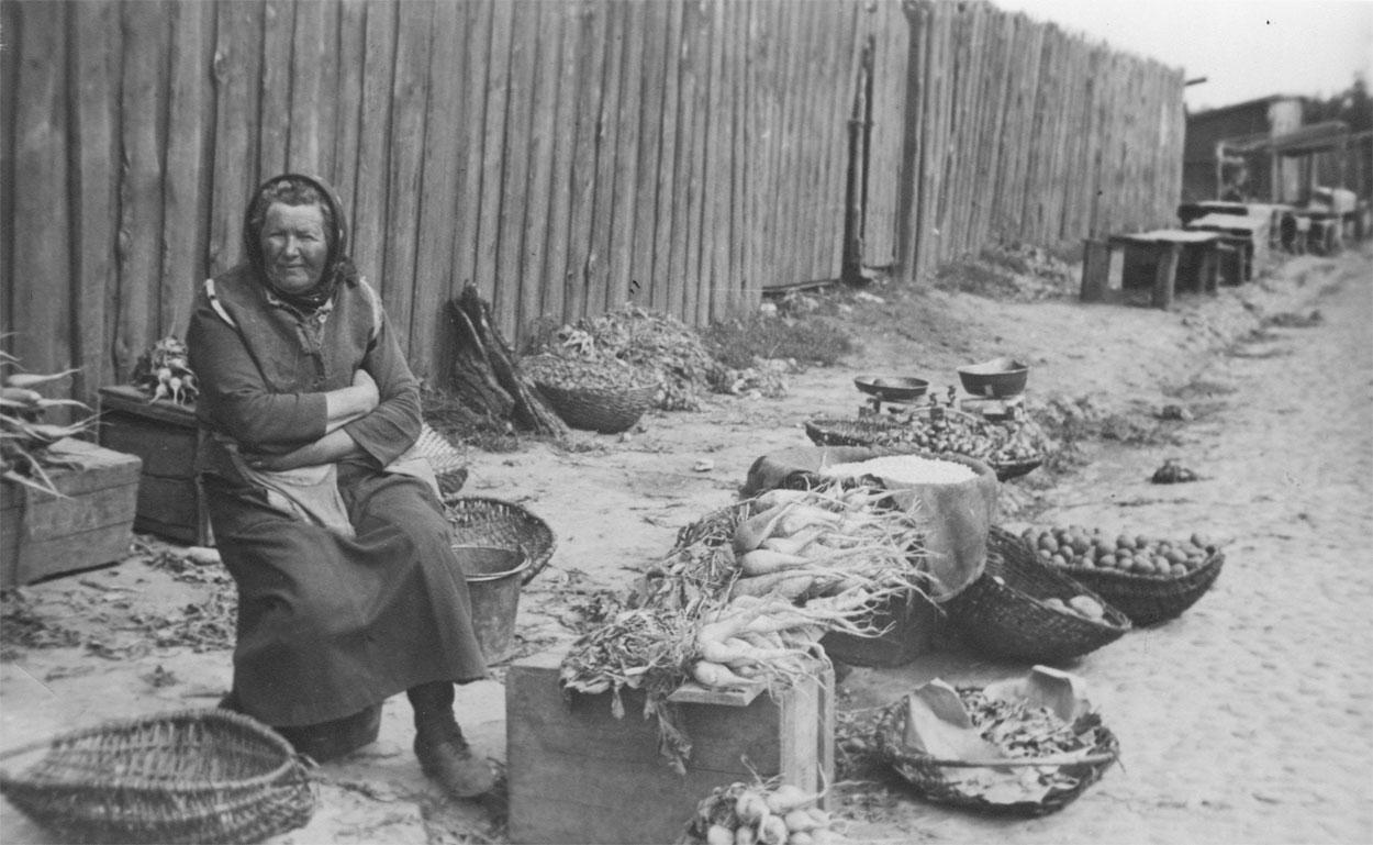 ru77-dovoennyy-pinsk-natsionalnaya-odezhda-pamyatnik-doroge-i-demonstratsiya_032
