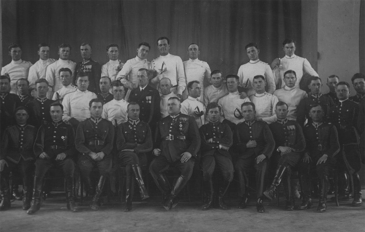 ru85-chem-zhili-brestchane-do-voyny-mnogo-politiki-dozhinki-i-sport_30